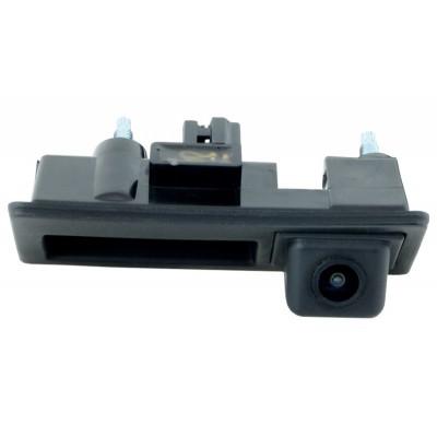 Штатная камера заднего вида Incar VW Touareg 2011+, Tiguan в ручку (VDC-065)
